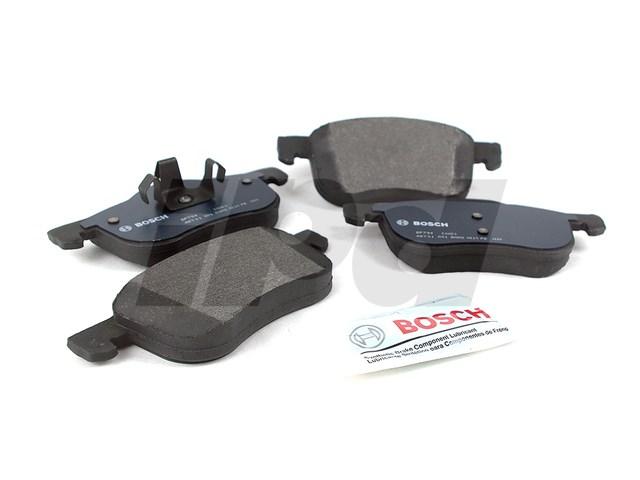 Front Left /& Right Semi-Metallic Brake Pads for Volvo V40 S40 2000-2004
