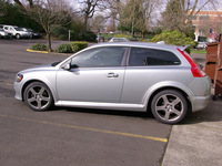 115264 18 INCH PEGASUS REPLICA WHEELS ON A VOLVO C30